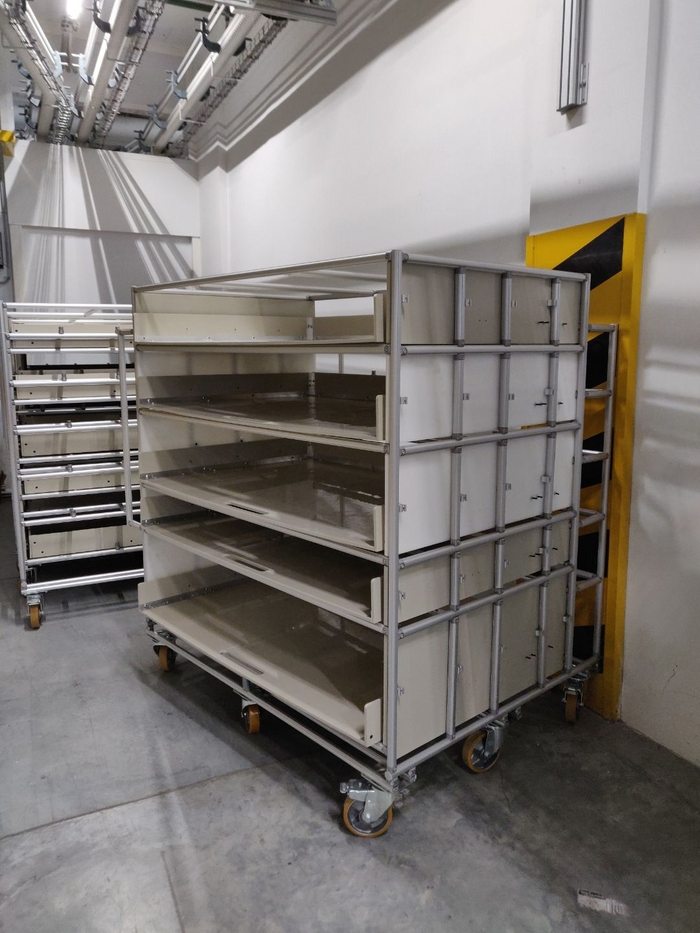 mobile shelving for production